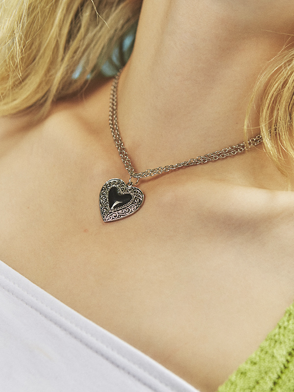 metallic heart necklace
